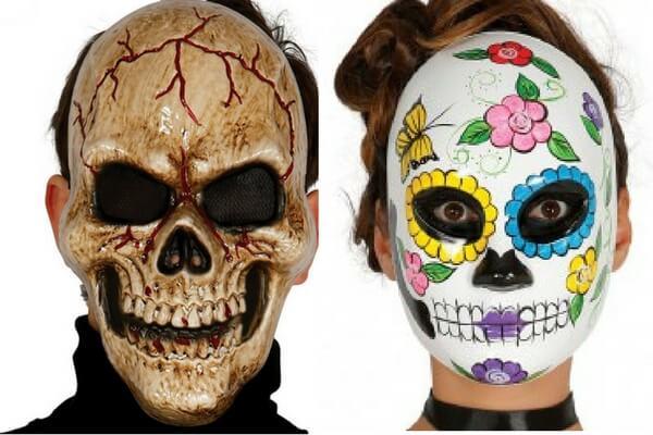 La cosmetología el masaje en la cara y las máscaras la enseñanza