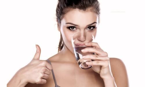beber agua combatir resaca