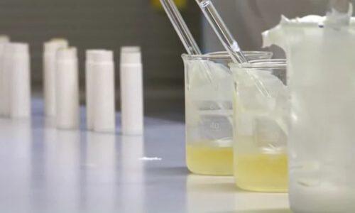 proceso de mezclado crema protectora solar rayos UVA