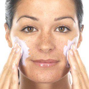 exfoliar rostro evitar granos