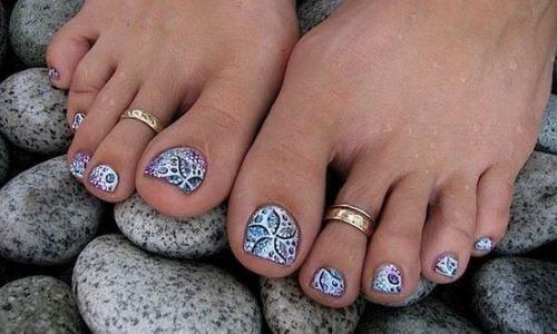 Pintarse las uñas con hongos