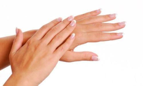 cuidado de manos con aceite de argán