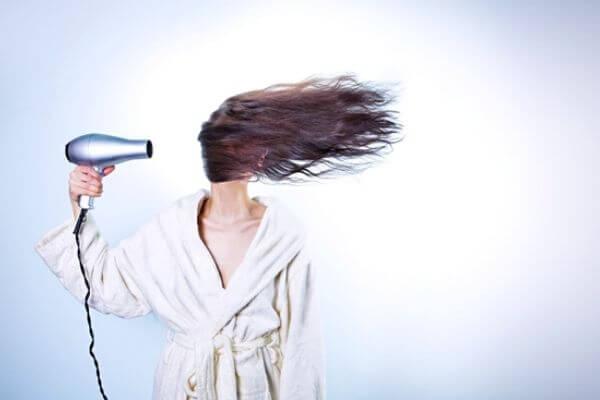 Combatir la caída natural del cabello en mujeres